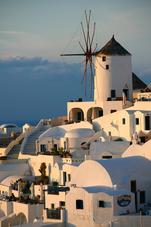 travelingcolors:  The Beautiful Oia, Santorini | Greece (by Katka S.)