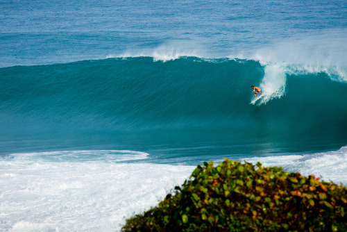 rrenegade:  Dylan Graves on a maxed out wave at the slab. Photo: Jimmicane