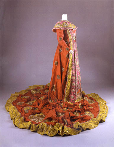 fripperiesandfobs:  Costume designed by Cecil Beaton for Birgit Nilsson in the 1963 production of Turandot. From artnet