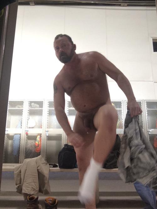 vailovalova:keybladecub:ghostbear2012:Locker roomHot!!Wow…Hot daddy! Woof