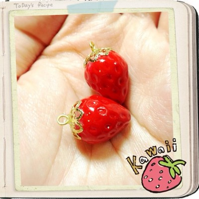 Strawberries again~🍓 #handmade #handcraft #handmadebusiness #strawberry #strawberries #sweetdeco #sweet #sweetpicture #fakefood #fakesweet #red #juicy #fruit  #fruits #juicyred #cute #cutepicture #kawaii