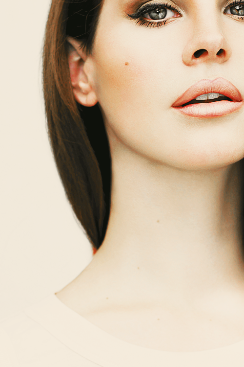 skulls-and-sequins:  lukeozadee:  lana is proof that perfection is real  helP