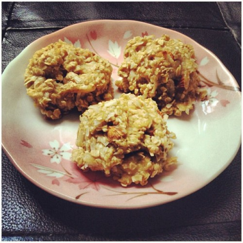 A must try got this recipe from #CasseyHo @blogilates. Banana oatmeal cookies, I just added slivered almonds,coconut flakes, and apple sauce:) Tastes just like banana bread! #blogilates#casseyho#bananaoaymealcookies#healthy#delicious#hearthealthy#almonds#oatmeal#bananas#healthycookies#musttry