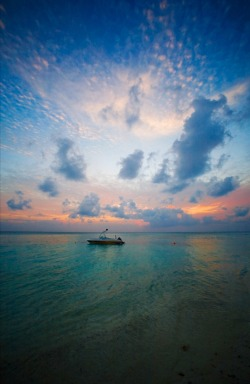 earth-song:  Fihalhohi - Republic of MaldivesCopyright (c) 2009
