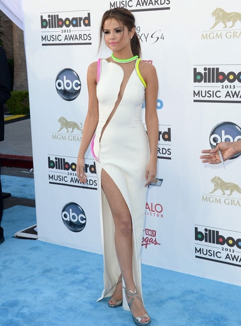 h-o-l-l-y-w-o-o-d-l-o-v-e:  Selena Gomez at the 2013 Billboard Music Awards.