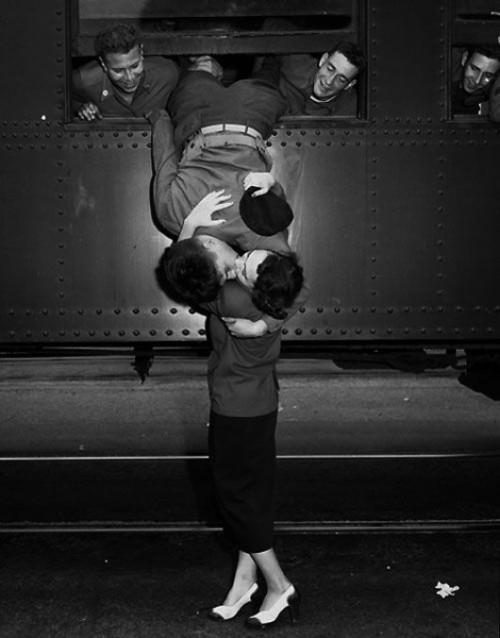 "lostsplendor:  ""California, 1950 - A soldier leans out of a train to kiss a woman goodbye."" (via Retronaut)"
