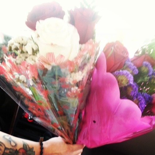 I get in his car & he surprises me with two bouquets of flowers!♡♥ #instadaily #roses #flowers #lovehim #bestboyfriendever