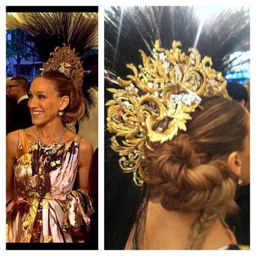LIVING!!! #SarahJessicaParker #punk #headpiece #philiptreacy #fashion #metgala #accessories