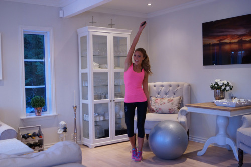 fitness-barbie:  Caroline is a runner, low carber & weightlifter. Does she look bulky? Nope. Did lifting made her big? Nahh.. Is there an excuse for you not to lift? Absolutely not.