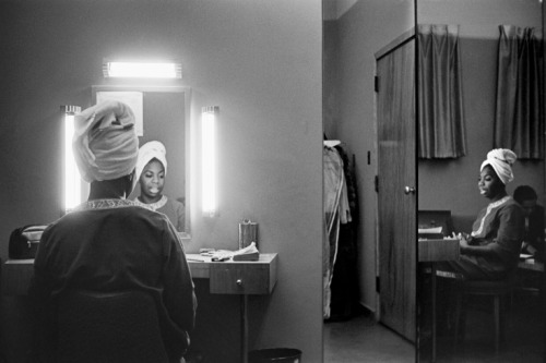 Nina Simone getting ready in a motel room in Buffalo, New York. December 1964.  Photo by Alfred Wertheimer.