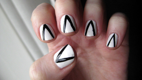 Black and White Triangles - Barry M 'Matt White' - Models Own Wah Nail Art Pen in Black