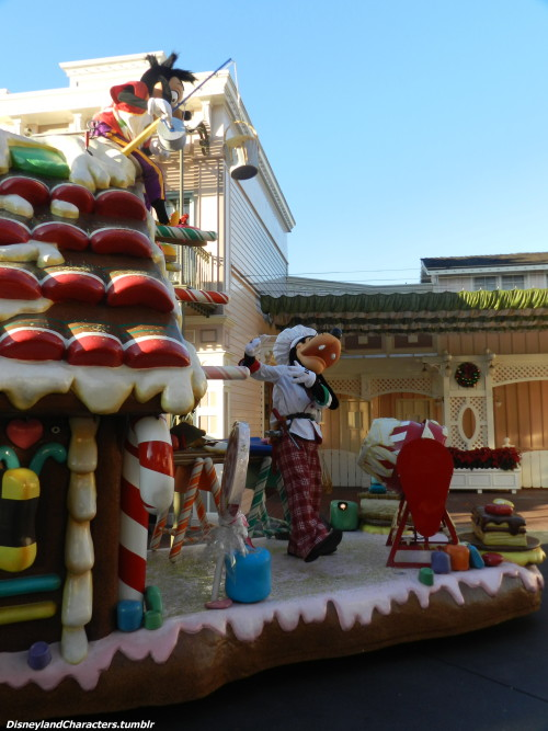 disneylandcharacters:  Christmas Fantasy Parade A Recipe For Gingerbread Treats Max & Goofy