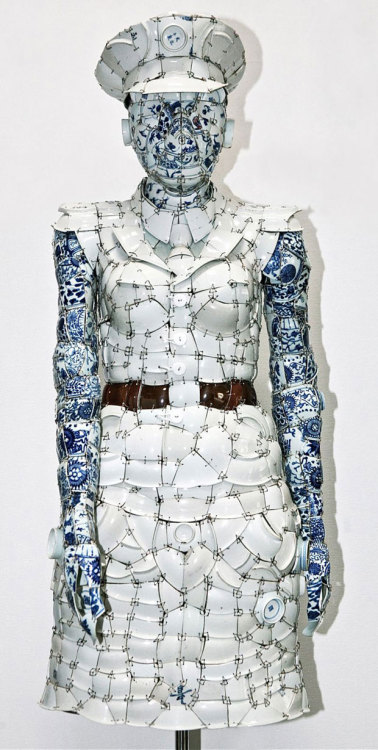 cosascool:  Porcelain clothes by Chinese artist Li Xiaofeng