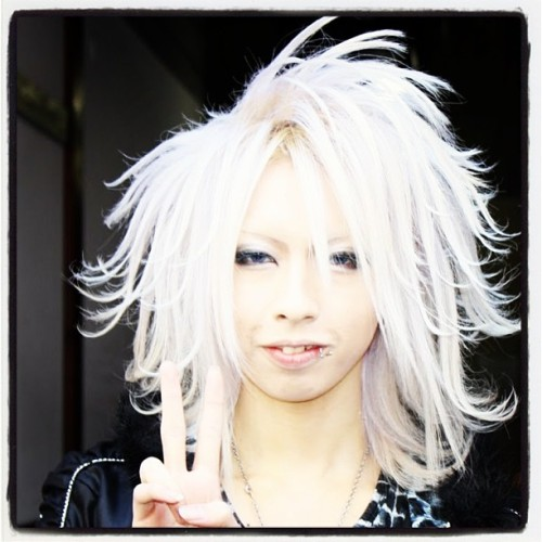 The most epic #hair ever? Oh la la #Japanese host boys 😋 #jrock #visualkei