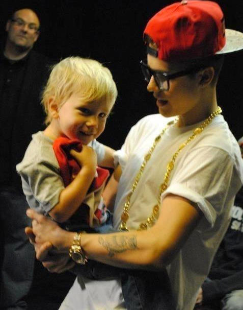 A rare photo of Justin and Jaxon from November 2012! (Credit: futuremrsbiebss)