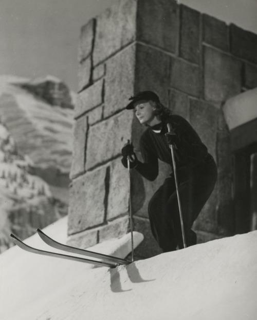 hoodoothatvoodoo:  'Greta Garbo' 1941