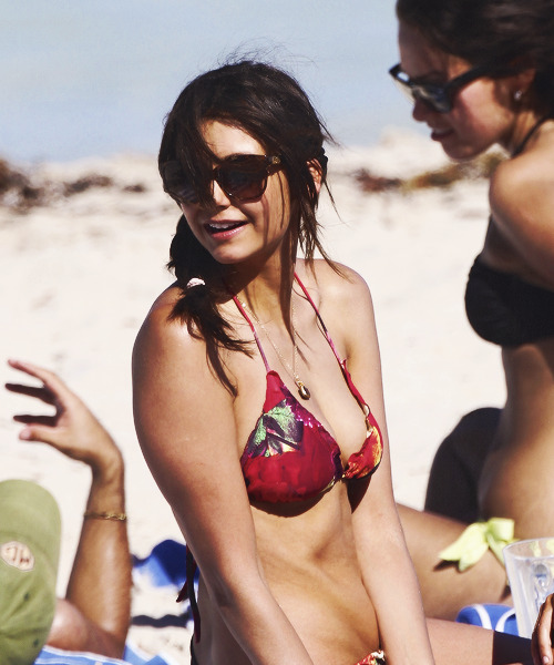 "Nina Dobrev spend a day at the beach in Miami, 28.04.2013  I CAN'T FUCKING LOOK @ THIS GARBAGE BECAUSE I LIVE IN MIAMI AND I COULD DRIVE AND BE THERE IN A HALF HOUR EXCEPT IDK WHERE ""THERE"" IS. MY GAWD I HATE LIFE. I NEVER MEET ANYONE FAMOUS,"