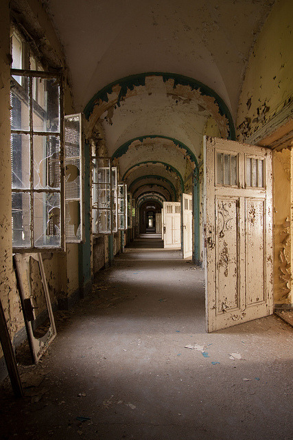 fuckyeahabandonedplaces:  Klinik H (De) by Abandoned.be on Flickr.