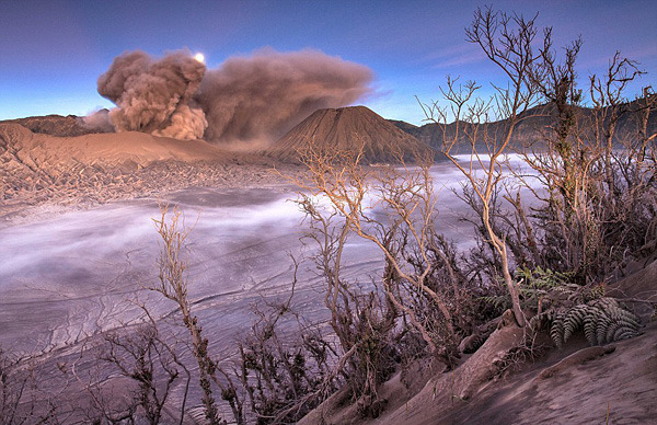 staceythinx:  Gorgeous photos of Mount Bromo on the Indonesian island of Java by Helminadia Jabur