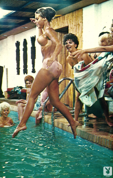 nofrillsretro:  Party Time at Playboy Mansion