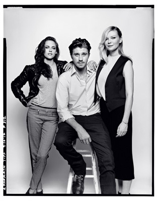 Kristen Stewart with Garrett Hedlund and Kirsten Dunst. Toronto Film Festival portrait via kstewartnews