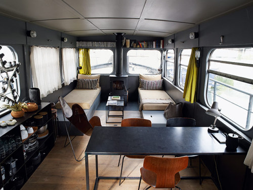 Houseboat living in Paris