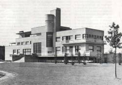 decoarchitecture:  Early 30s Modern architecture. Background here. functionmag:  Villa Cavrois  Croix, France  Robert Mallet-Stevens, 1929–1932    Trend setters.
