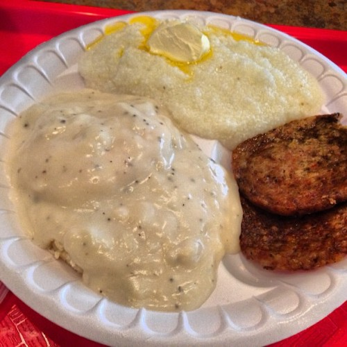 #culturalimmersion or #biggestmistake of my life? #texas #grits #biscuitandgravy (at Dickey's Barbecue Pit)