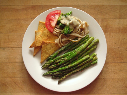 garden-of-vegan:  pan fried tofu, fettucine with mushroom sauce and sautéed broccoli, tomato slice, and sautéed asparagus with garlic, salt, and pepper