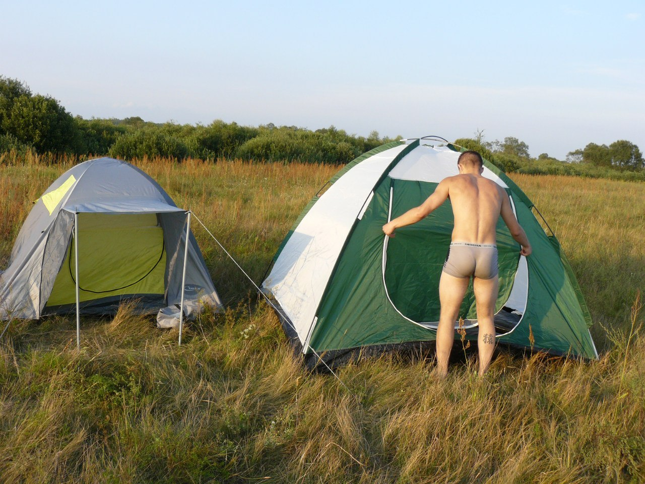 postpast:  actionbuddy:  Reason to go camping: #4,896  I've never gone sex camping =/