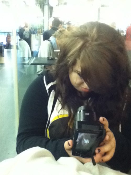 THIS IS GEORGIA TAKING SELFIES ON HER HIPSTER CAMERA ??