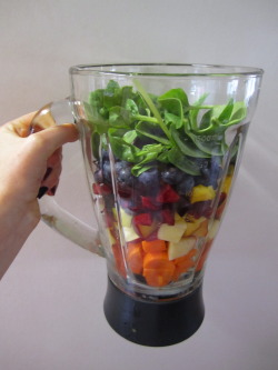 imgonnawearshortshorts:   healthymissfit:  fresh smoothies are a great way to sneak in veggies with a fab fruit taste!