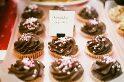 vintagefoods:  Chocolate cupcakes (di Laurence Espeut)  I'm so pleased with how well this is doing