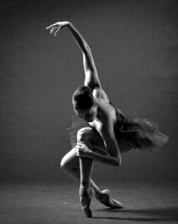 lv92:  Some Dance to Forget on @weheartit.com - http://whrt.it/12iAPb3
