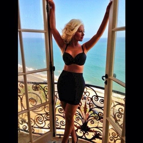 Congrats to #Xtina!  She was on the set of her new video rockin' a slimmer bod! #ChristinaAguilera