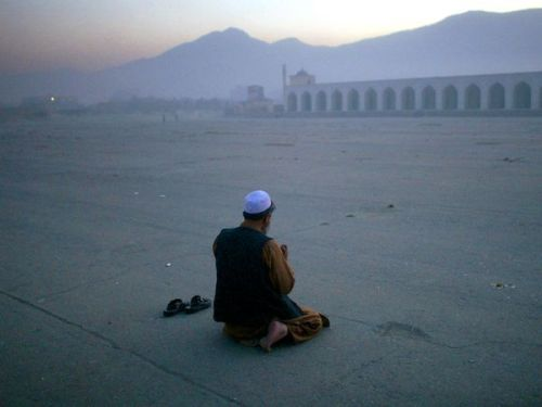 pashtundukhtaree:  A man prays outside Eid Gah, the largest mosque in Kabul. Built in 1893, Eid Gah's ceremonial square is a popular location for large gatherings and celebrations. Photograph by Richard Vogel/Associated Press