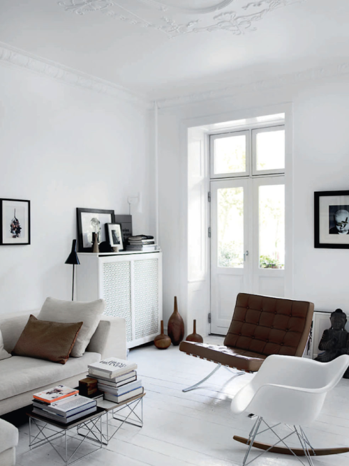 pop-deco:  (via French By Design: At home with Jesper and Majbritt) white on white