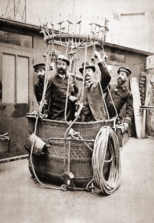 rrrick:  fyeahstpunk:  Ballooners, 1895, France.  I wish today's extreme athletes dressed like these gentlemen.