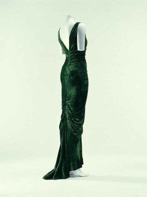 omgthatdress:  Dress Edward Molyneux, 1935 The Kyoto Costume Institute  GUHThis is heavenly! I want Harriet Walter to wear it.