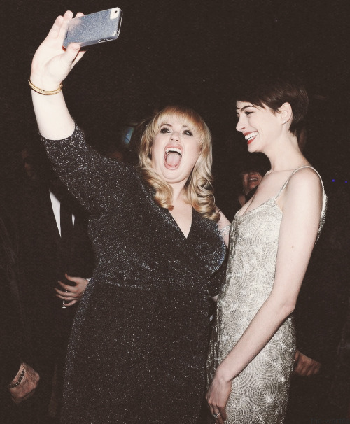 olivertothewood:  Rebel Wilson meets Anne Hathaway
