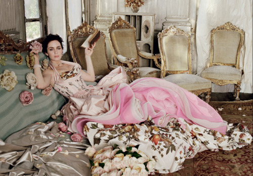 Buried Treasure: Roses, Antiques & Class. Emily Blunt looks heavenly in couture gowns in May 2009 issue of Vanity Fair.