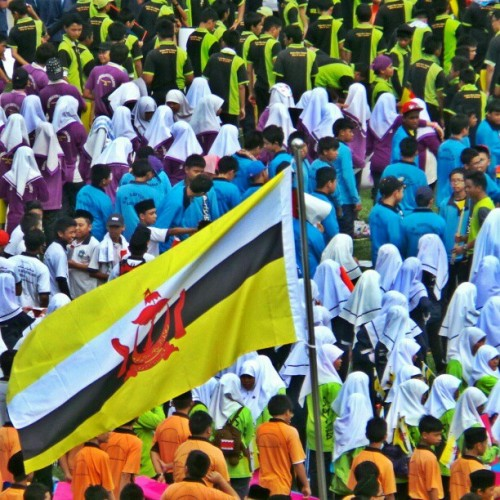 sea of colors. #brunatday29 #brunei #bandarseribegawan #flag #colors #brunika #instabrudroid #gf_brunei #instagram  (at Bandar Seri Begawan)