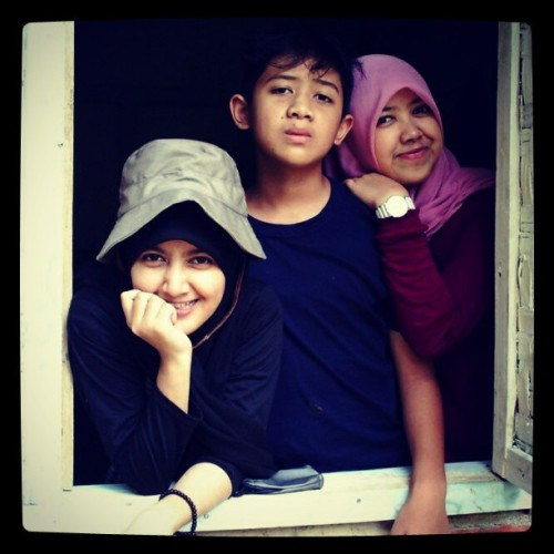 Suryana's family, we are different!!! Yeah!! @ciindydy @ziyaaaan