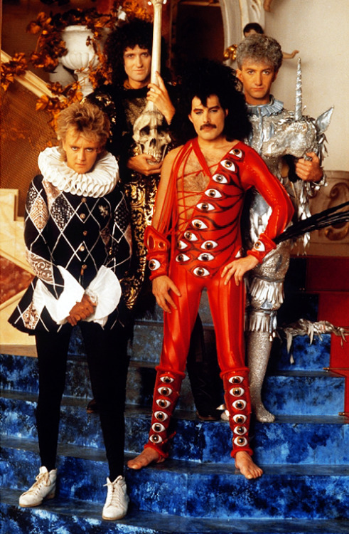 http://fuckyeahmercury.tumblr.com/post/49706271863/queen-on-the-set-of-its-a-hard-life-video-1984