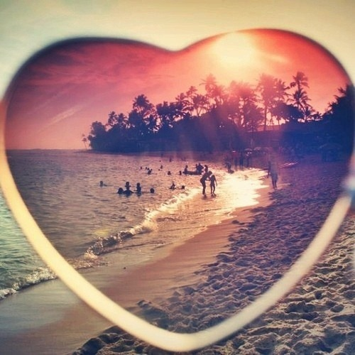 pinkbluepurpleglitter:  #summer #fun #looking #everything #in #a #heart #way #feeling #the #love #kisses on We Heart It. http://weheartit.com/entry/61859244/via/Tortica