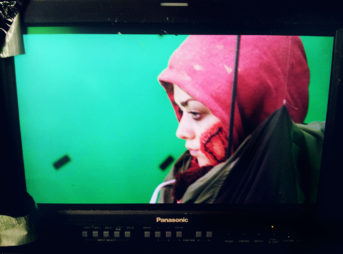 @Maisie_Williams looking mean on the set of #corvidae (x)