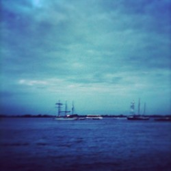 🌊 #hh #hafen #hamburg #germany #elbe #elbstrand #wasser #water #river #fluss #stadt #city #beautiful #ambient #instagood #instamood #tranquil #hafenfest #evening #mood #dark #weekend #trip #buddytag #2013 #norden #liebe (hier: Hamburger Hafen)