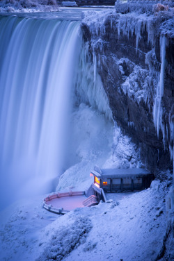 travelingcolors:  Niagara Falls in Winter (by Matt Taggart)