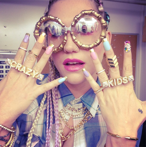 geauxharder:  Her shades though.