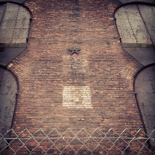 Three is a magic number.  #dumbo #brooklyn #empirestores  (at Brooklyn Bridge Park)